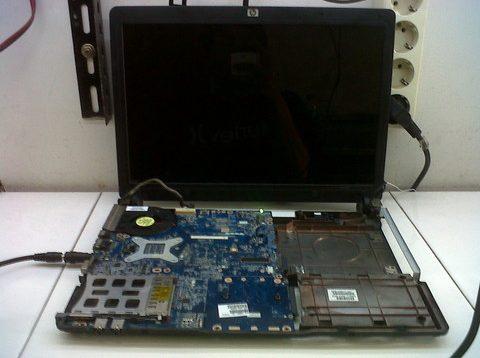 Jasa Service Komputer Laptop PC Mati Total Layar Gelap Tidak Tampil Bergaransi di Jakarta Bekasi